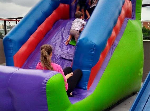 escorrega inflável infantil
