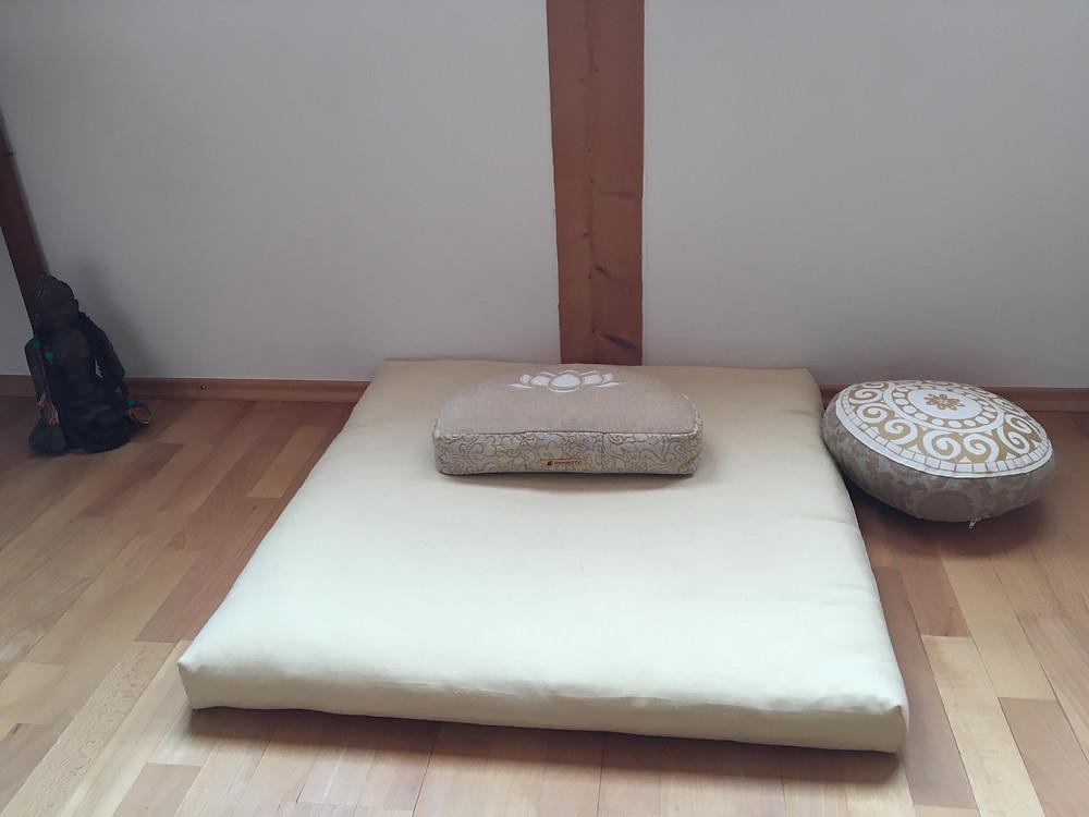 Meditationsplatz mit Zubehör