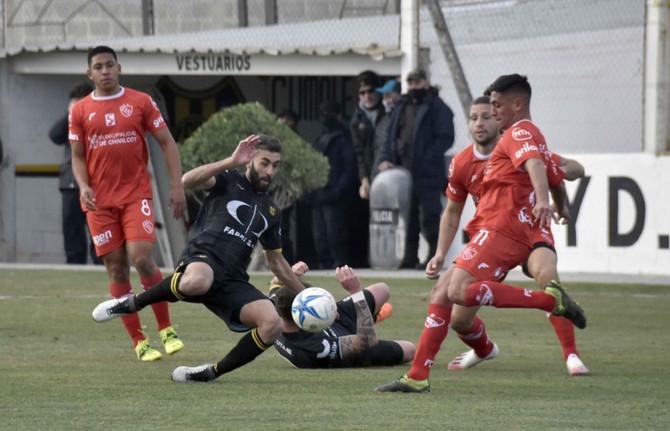 Independiente, en gran actuación, obtuvo su primera victoria como visitante en la casa del líder