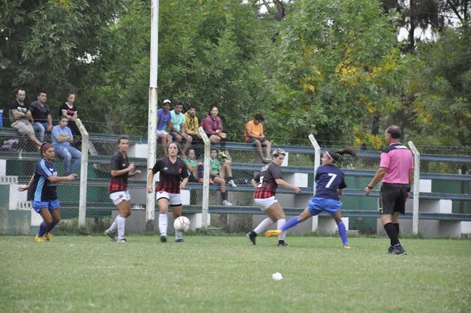 Fútbol Femenino Tanto las Mayores como las Juveniles sacan del medio este sábado