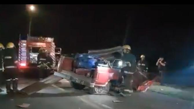Violenta colisión entre una camioneta y un automóvil en la Ruta Nacional Nº 5