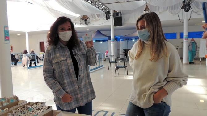 """Carolina Di Nápoli: """"Hay más de 27.000 vacunas  aplicadas en Chivilcoy"""""""