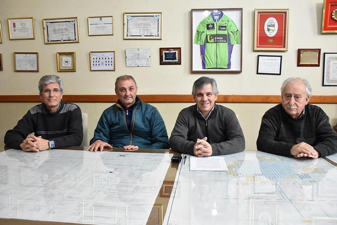 Diez años más  Firmaron la renovación del comodato del predio ubicado en Pellegrini y calle 11 para