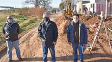 Recorrida por la obra de extensión de la red cloacal que beneficia a más de 765 habitantes
