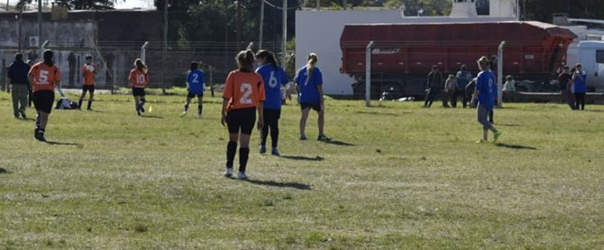 Fútbol Femenino Alsina en Mayores y Huracán en Juveniles siguen al frente