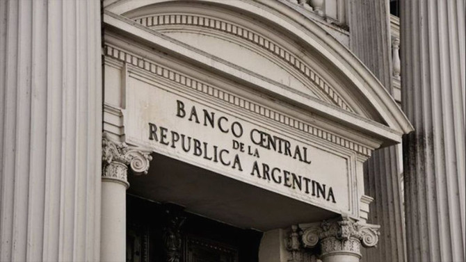 Medidas por la emergencia Los bancos no podrán cobrar cargos ni comisiones por operaciones en cajero