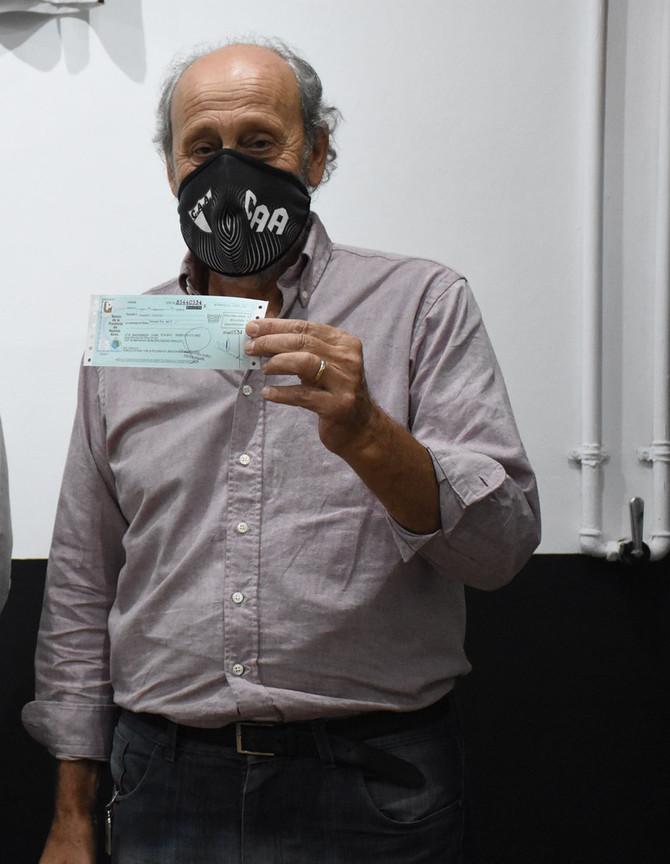 """Carlos Aiello: """"Estamos haciendo la vereda y sin este aporte no lo podríamos realizar"""""""