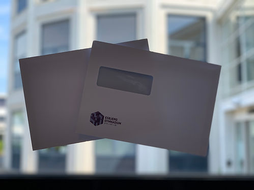 To kuverter med EG logo