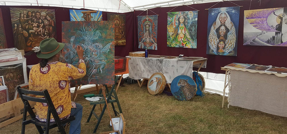 clive hedger live painting at UK festival