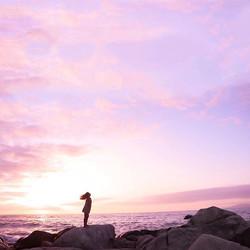 La paz interior también se respira junto al mar, junto a un atardecer