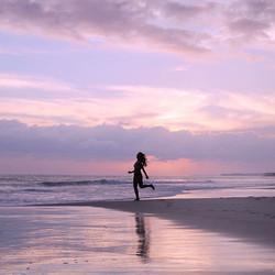 Siempre estar en busca de lo que nos hace sentir bien, vivir en paz y disfrutar de cada momento