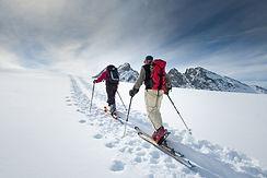 two-elderly-alpine-skiers-LVS9AUB.jpg