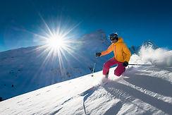 girl-telemark-skiing-3T9GEJ8.jpg