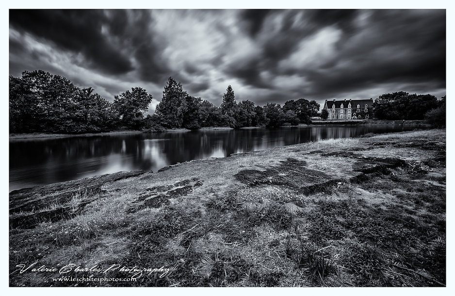 chateau comper bretagne broceliande, noir et blanc intense art photography