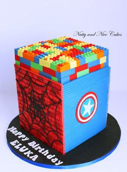 Lego Superheroes Cake1