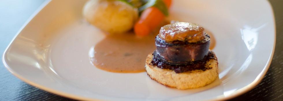 Mille feuille de foie gras et petits lég