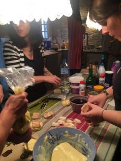 Atelier préparations du buffet pour un enterrement de vie de jeune fille