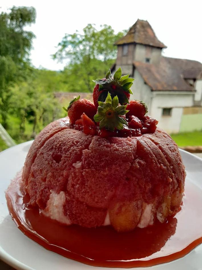 Une charlotte aux fraises coulis de frai