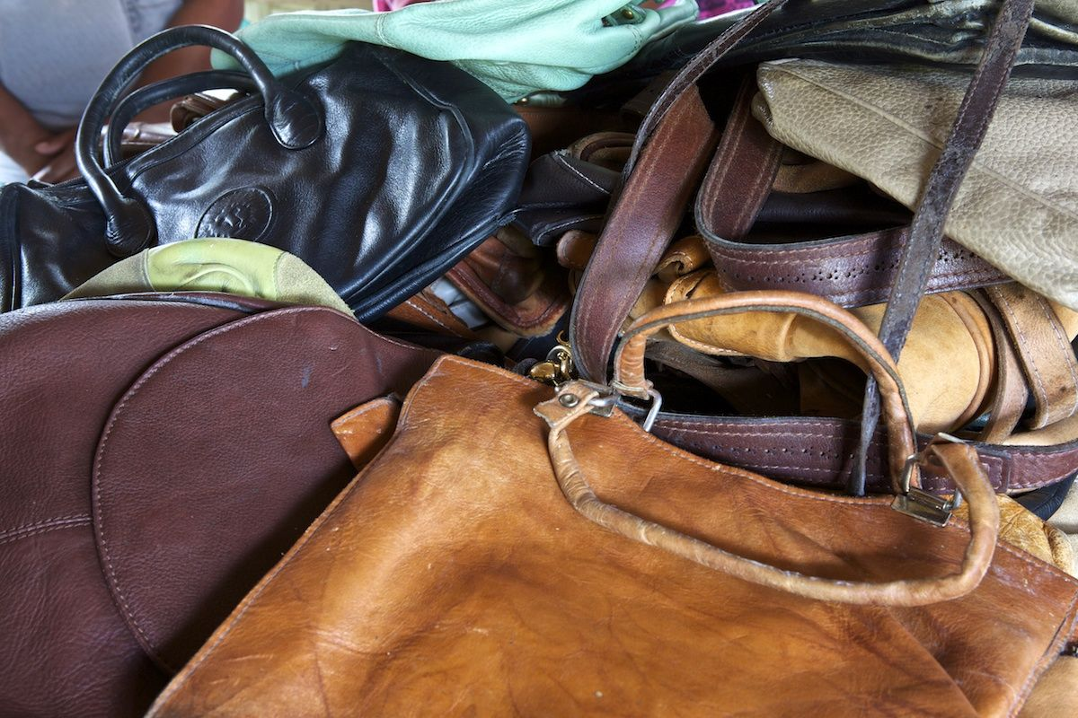 Selecting the genuine leather bags