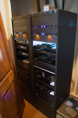 Illuminated rack in a closet