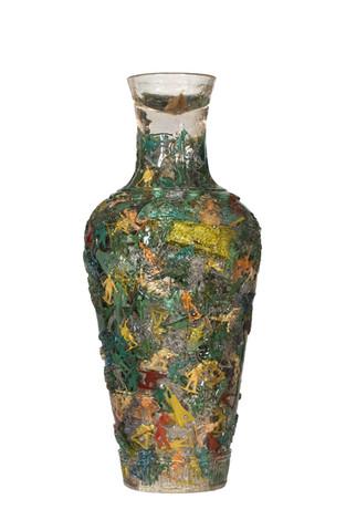 Vase soldiers