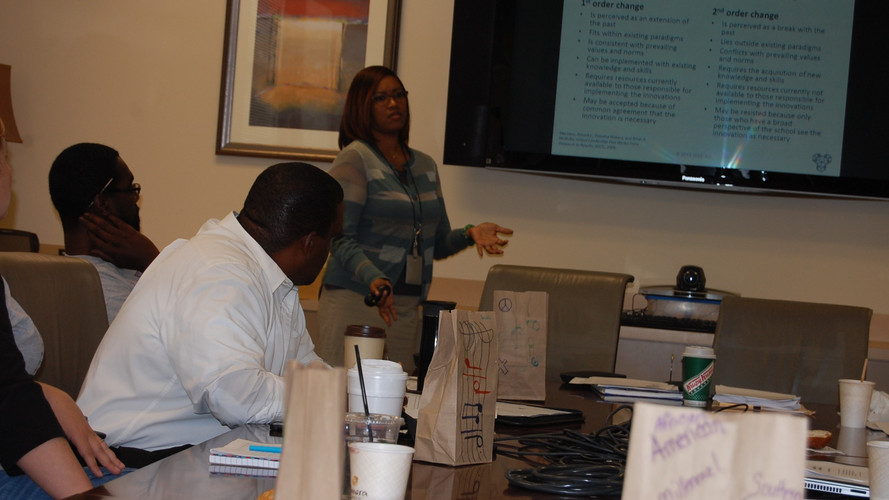 Dr. Elisa Norris delivers course material during leadership & diversity semiar