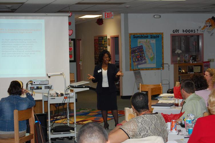Faye Norris delivers Leadership Seminar to Group