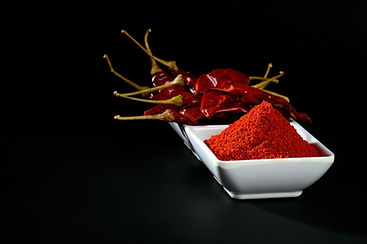 chilly-powder-with-red-chilly-white-plat