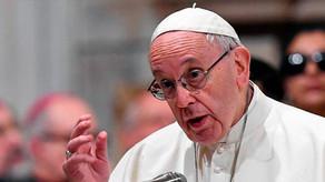 """El papa Francisco llamó a """"defender con firmeza"""" los derechos de mujeres y menores"""