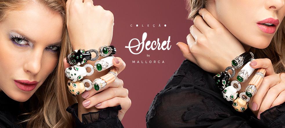 Modelo vestindo 3 pulseiras da nova coleção Secret by Mallorca