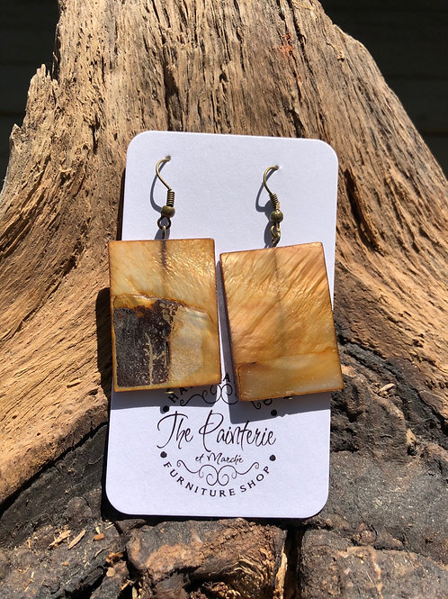 Rectangle shell earrings with square edges