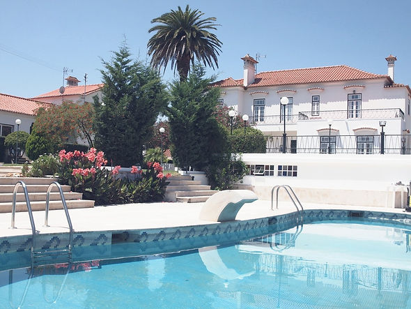 piscina e casa_edited.jpg