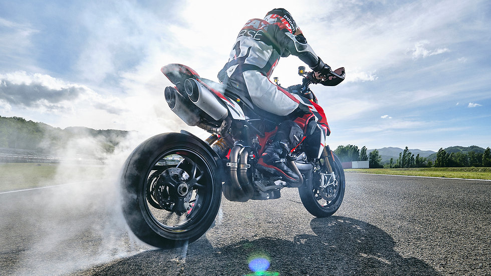 Ducati_Hypermotard-SP-MY2021-Dinamiche-05-gallery-1920x1080.jpg