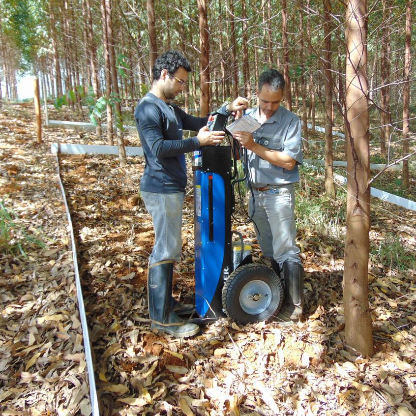 Coleta de dados da resistência mecânica do solo à penetração com o uso de um penetrógrafo eletrônico automatizado, em março de 2017