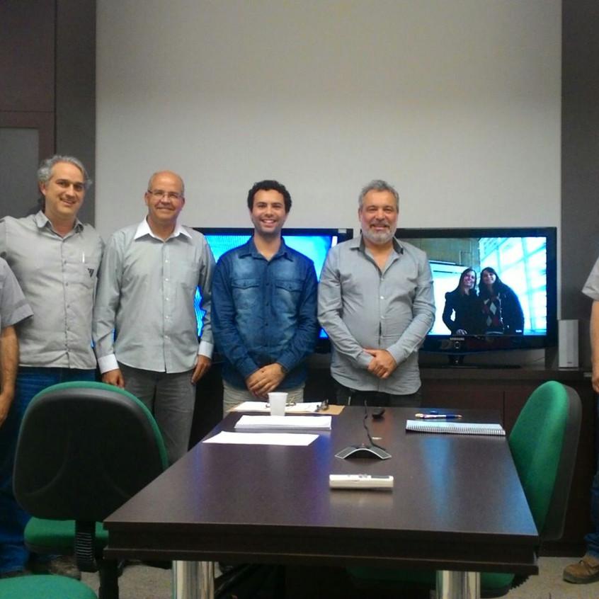 Banca Examinadora, mestrando, Lucas Silveira, e parte da equipe da operação de mina da CBA/Miraí.