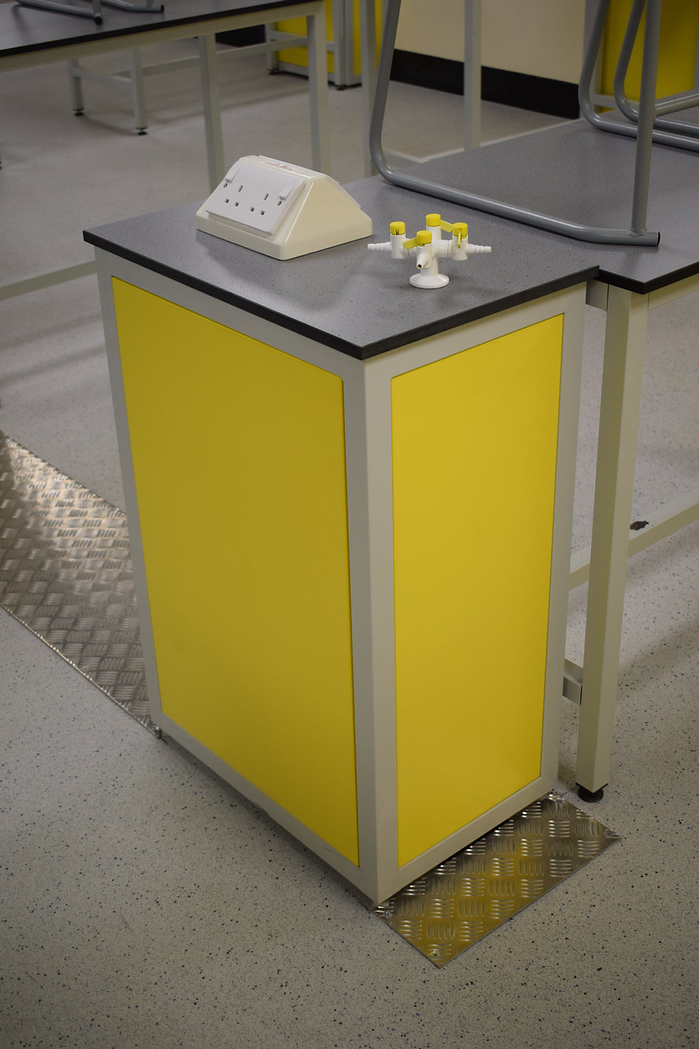 Laboratory Service Pod