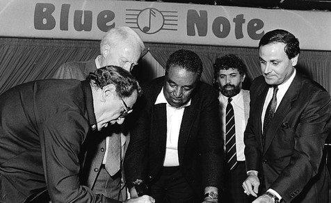 Monty witnessing Blue Note table signing by Georgie Auld 1987