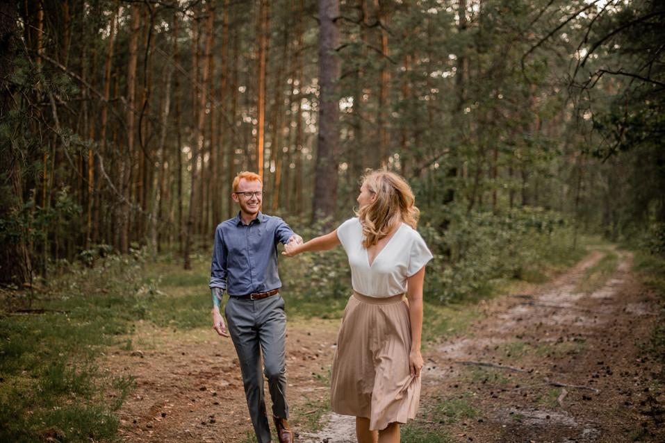 025-fotograf-sesja-narzeczenska-w-lesie-
