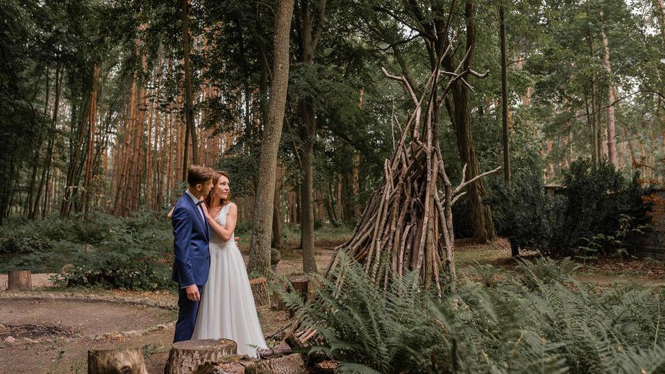 Sesja wśród starych drzew