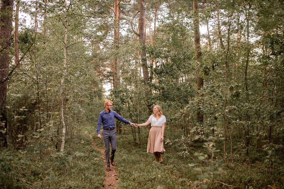 010-fotograf-sesja-narzeczenska-w-lesie-