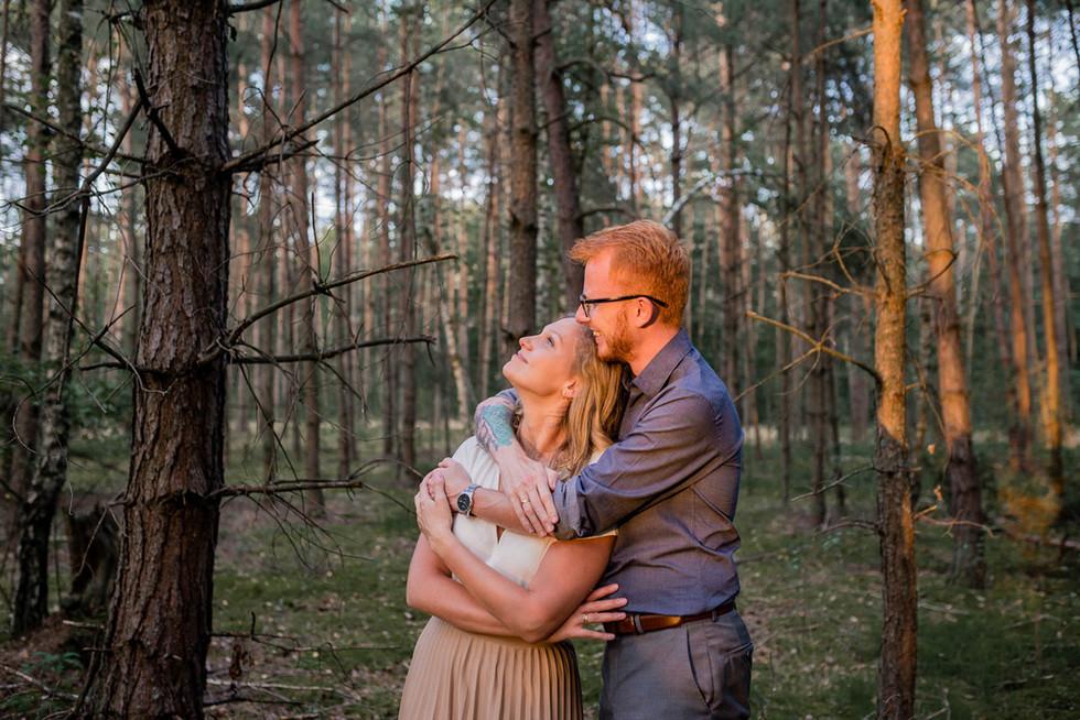 016-fotograf-sesja-narzeczenska-w-lesie-