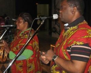 """Afrikatag 2010  Nach dem Motto """"Afrika hautnah erleben"""" begeisterte die Gruppe """"Black & White"""" a"""