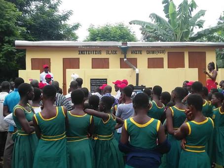 Schultoilette in Ghana feierlich übergeben- Bildervortrag vom Fest: Nach Schulprojekttagen mit der G