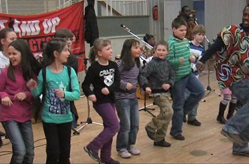 Die Kinder tanzten begeistert mit.  Foto: Schule Foto: Schwarzwälder-Bote