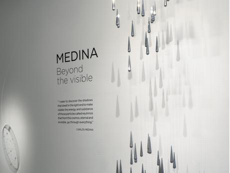 Carlos Medina: cruce de dimensiones y espacios temporales por Dennys Matos