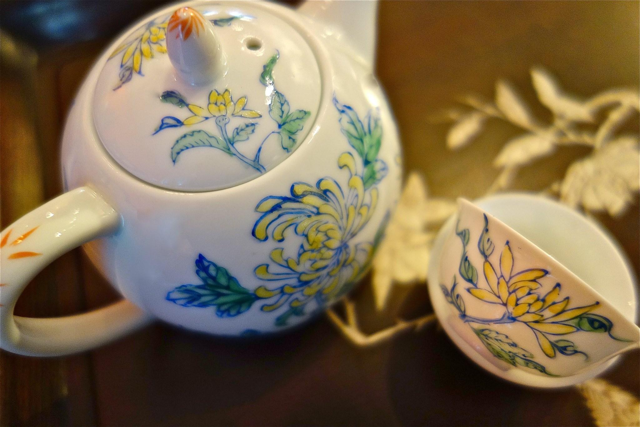 Overglazed Painted teapot set