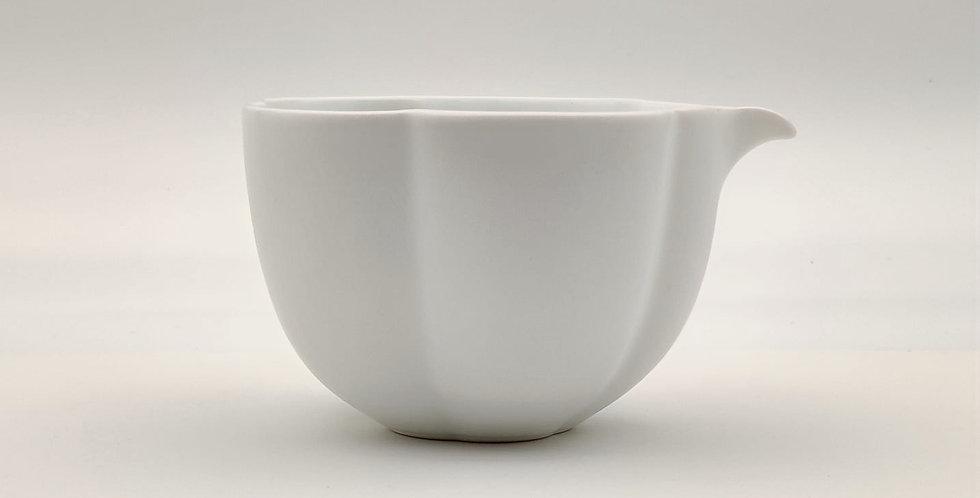 Dehua Floral-shaped Serving Pot
