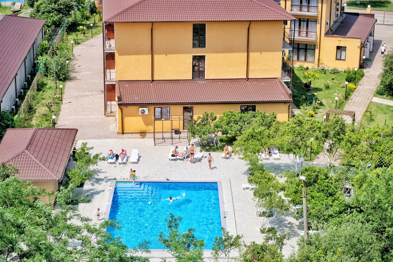 Отель ПАПА вид сверху на бассейн