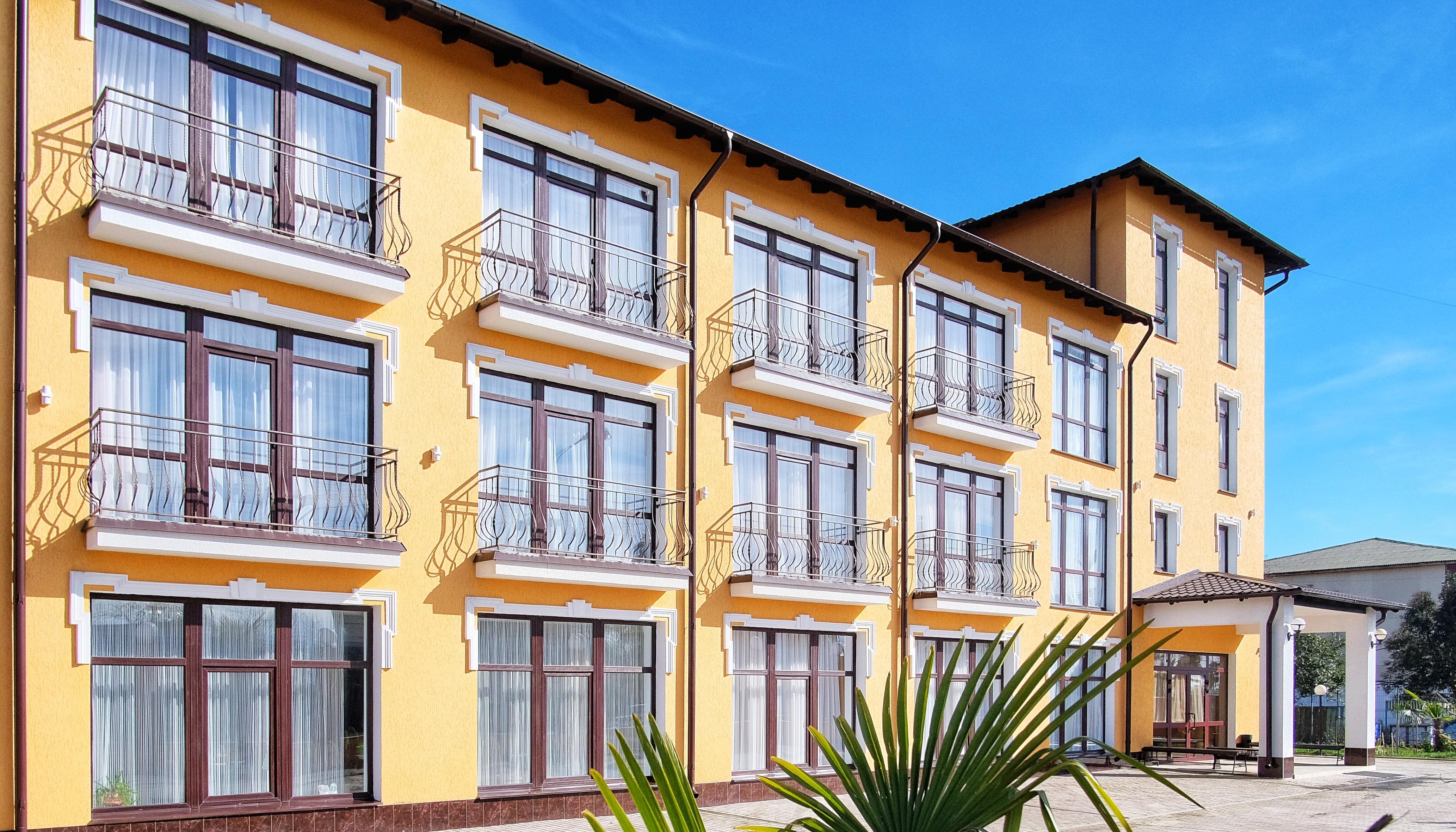 Отель ПАПА фасад, вход