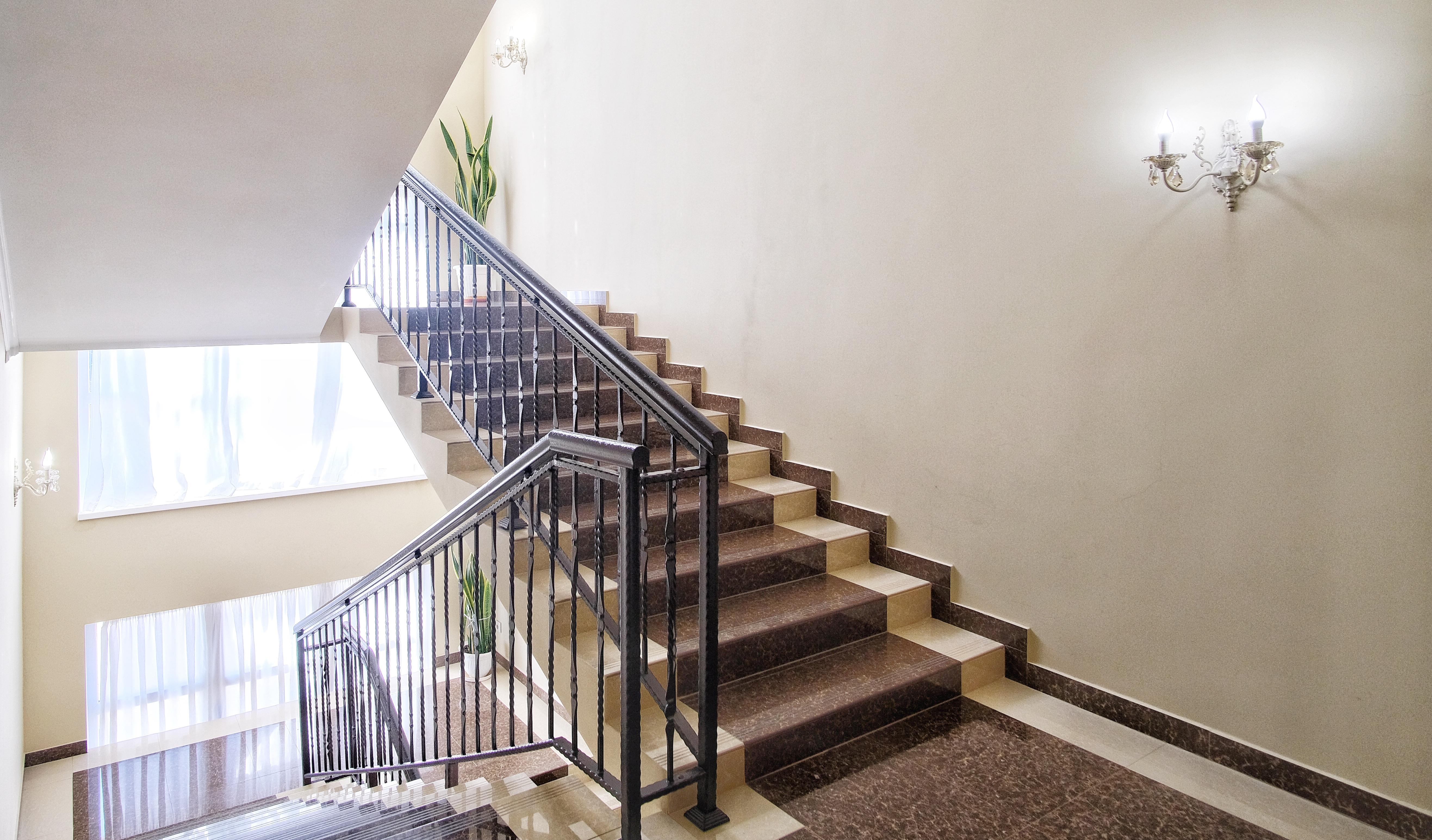 Отель ПАПА лестница